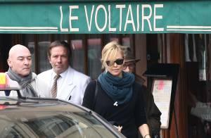 Charlize Theron solitaire à Paris pendant que Sean Penn rencontre le président