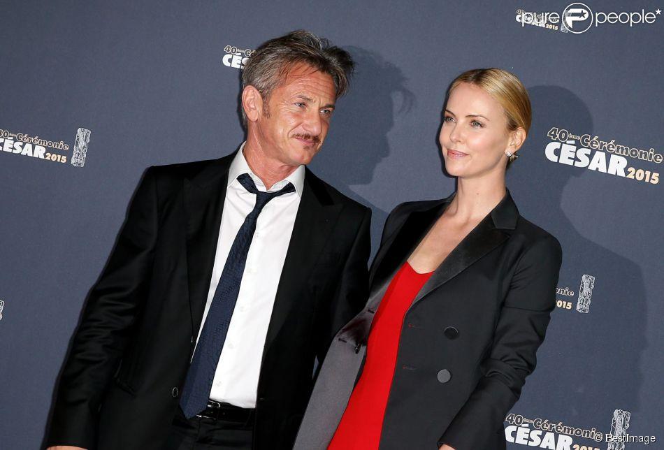 Sean Penn et sa compagne Charlize Theron - Photocall de la 40e cérémonie des César au théâtre du Châtelet à Paris, le 20 février 2015.