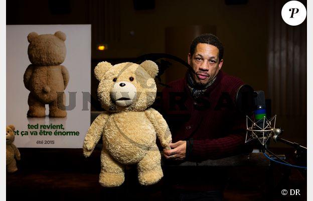 JoeyStarr et l'ours Ted dont il fait la voix pour les deux opus (Ted 2 prévu le 12 août 2015 en salles)