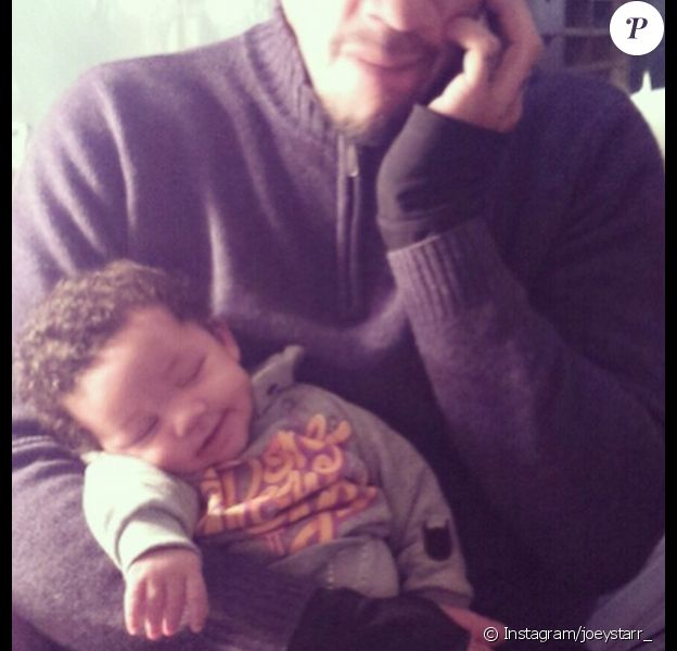 Sur Instagram le 21 février 2015, mais aussi Twitter et Facebook, JoeyStarr a posté une nouvelle photo de son bébé Marcello, un petit ange !