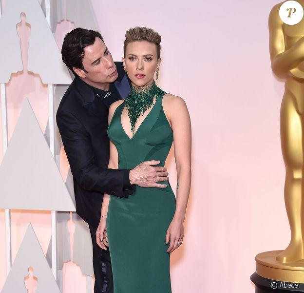 John Travolta et Scarlett Johansson - 87e cérémonie des Oscars à Hollywood, le 22 février 2015.
