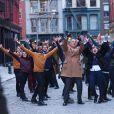 Tom Hanks, Justin Bieber et Carly Rae Jepsen dansent lors du tournage d'une publicité pour Fiat à New York, le 16 février 2015.
