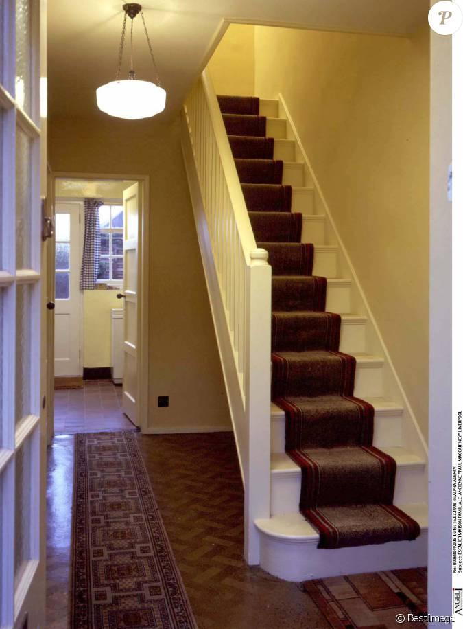 Photo de l 39 escalier de la maison familiale de paul for Maison de l escalier