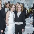 """Kristen Stewart et Vanessa Paradis - People au défilé de mode """"Chanel"""", collection Haute Couture printemps-été 2015/2016, au Grand Palais à Paris. Le 27 janvier 2015"""