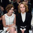 """Kristen Stewart et Vanessa Paradis ont assisté au défilé de mode """"Chanel"""", collection Haute Couture printemps-été 2015/2016, au Grand Palais à Paris. Le 27 janvier 2015"""