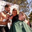 "Olivia Newton-John participe à une journée caritative ""St. Baldricks's Day Headshaving"" à Las Vegas, le 7 mars 2015 Vegas"