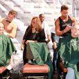 """Olivia Newton-John participe à une journée caritative """"St. Baldricks's Day Headshaving"""" à Las Vegas, le 7 mars dernier"""