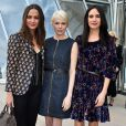Alicia Vikander, Michelle Williams et Jennifer Connelly arrivent à la Fondation Louis Vuitton pour assister au défilé Louis Vuitton automne-hiver 2015-2016. Paris, le 11 mars 2015.