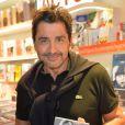 """André (Aram) Ohanian lors de la dédicace de sa femme Adriana Karembeu de son livre """"Je viens d'un pays qui n'existe plus"""" à la librairie du Publicis Drugstore à Paris, le 25 septembre 2014."""