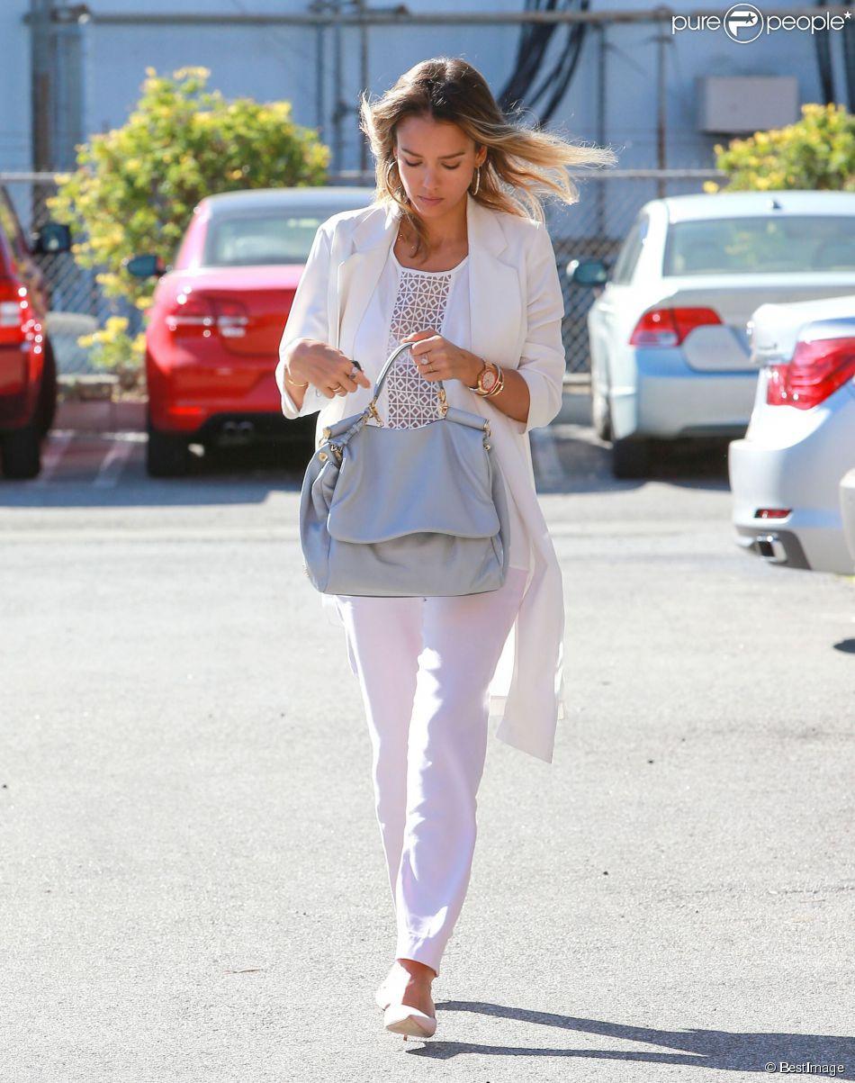 """Jessica Alba se rend aux bureaux """"Honest Company"""" à Los Angeles, le 13 mars 2015"""