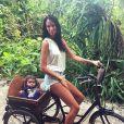 Jade Foret : promenade à vélo avec Liva aux Maldives, en janvier 2015