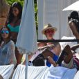 Justin Bieber fête ses 21 ans, entouré de jolies filles, au bord de la piscine de l'hôtel Fontainebleau à Miami, le 6 mars 2015