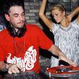 DJ AM avec Paris Hilton lors d'une soiree
