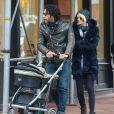 Exclusif - Carlos Leon (ex de Madonna et papa de Lourdes) et sa femme Betina Holte se promènent avec leur nouveau-né Meeka à New York, le 15 mars 2015.
