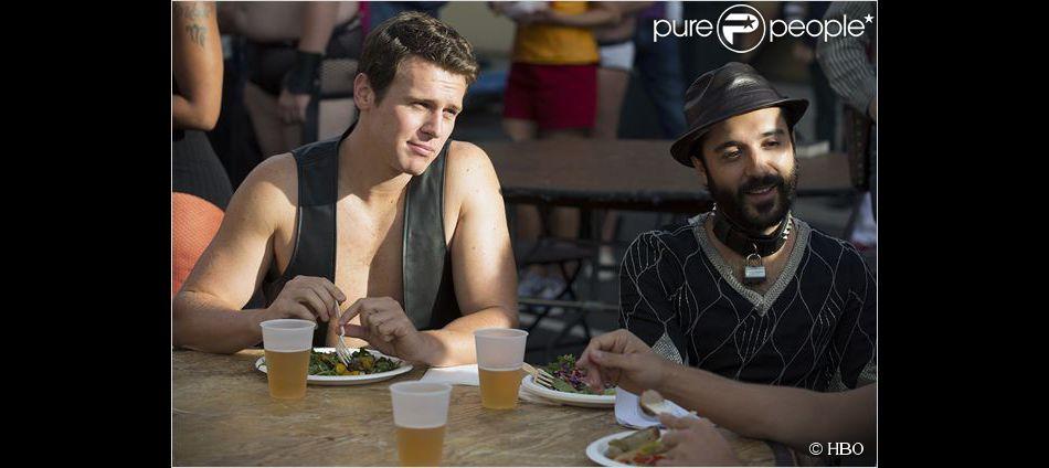 Frankie Alvarez et Jonathan Groff dans Looking