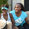 Serena Williams et Venus Williams lors du All-Star Tennis Charity Event au Ritz Carlton de Key Biscayne, le 24 mars 2015