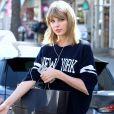 Taylor Swift fait du shopping dans les rues de Brentwood, le 10 mars 2015