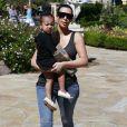 """Kim Kardashian et sa soeur Kourtney Kardashian emmènent leurs enfants North, Mason et Penelope au cinéma voir le film """"Home"""" à Calabasas, le 28 mars 2015"""