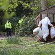 Les officiers de la police scientifique ont inspecté la maison de Peaches Geldof le 8 avril 2014. La propriété, située à Wrotham dans le Kent, semble avoir été abandonnée depuis par Tom Cohen, l'époux de Peaches, et leurs deux fils.