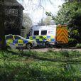 Les officiers de la police ont inspecté la maison de Peaches Geldof, où elle a été retrouvée morte la veille, le 8 avril 2014. La propriété, située à Wrotham dans le Kent, semble avoir été abandonnée depuis par Tom Cohen, l'époux de Peaches, et leurs deux fils.