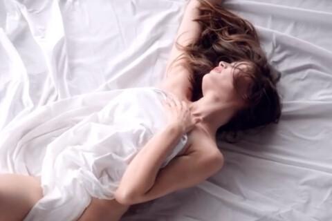 Laetitia Casta, nue, en pleine ''Extase'' : L'érotisme selon Nina Ricci