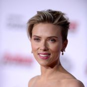 Scarlett Johansson, épaules nues, divine face aux Avengers et Julie Delpy