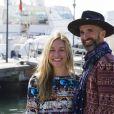 """Piper Perabo et son mari Stephen Kay lors du photocall de la série """"The fight"""" pendant le MIPTV (Marché International des Programmes de Télévision) à Cannes, le 14 avril 2015."""