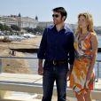 """L'acteur croate Goran Visnjic et l'actrice américaine Elizabeth Mitchell lors du photocall de la série """"Crossing Lines - The time is now - Season III"""" dans le cadre du MIPTV 2015 à Cannes le 13 avril 2015 qui se déroule au Palais des Festivals du 13 au 16 mai."""