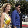 """L'actrice américaine Elizabeth Mitchell et l'acteur croate Goran Visnjic lors du photocall de la série """"Crossing Lines - The time is now - Season III"""" dans le cadre du MIPTV 2015 à Cannes le 13 avril 2015 qui se déroule au Palais des Festivals du 13 au 16 mai."""
