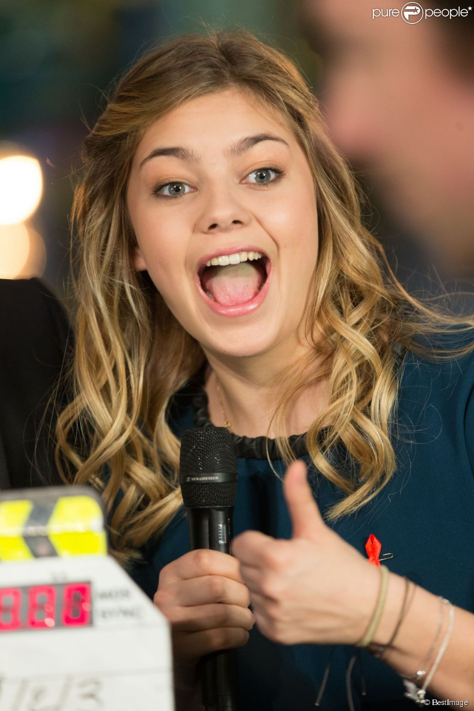 Exclusif - Louane Emera - Backstage de l'enregistrement de l'émission  La télé chante pour le Sidaction  aux Folies Bergère à Paris. Le 11 mars 2015.