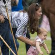Kate Middleton et le prince George de Cambridge en juin 2014 lors d'un match de polo disputé par le prince William à Windsor.