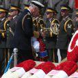 Le prince Charles a déposé une gerbe de fleurs au mémorial d'Abide en Turquie pour le centenaire de la bataille de Gallipoli, le 24 avril 2015.