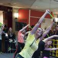 Laure Manaudou (ambassadrice de Reebok) donne un cours de fitness au centre commercial So Ouest, à Levallois-Perret près de Paris, le 23 avril 2015.