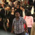 Angelina Jolie, son frère James et son fils Maddox arrivent à l'aéroport de Los Angeles, le 25 avril 2015.