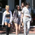 Pia Mia, Kylie et Kendall Jenner quittent le Mauro's Cafe Fred Segal à Los Angeles, le 28 avril 2015.