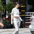Kendall Jenner quitte le Mauro's Cafe Fred Segal à Los Angeles, le 28 avril 2015.