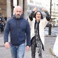 La chanteuse Jessie J chante pour ses fans dans un bus circulant dans les rues de Londres, le 24 mars 2015.