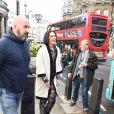 La chanteuse Jessie J chante pour ses fans dans un bus circulant dans les rues de Londres, le 24 mars 2015. La chanteuse Jessie J est monté dans la bus devant l'hôtel Langham et a ensuite tourné une vidéo dans le bus.