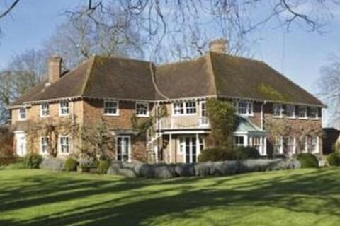 Nicky Hilton : Son fiancé met en vente son domaine familial pour 32 millions