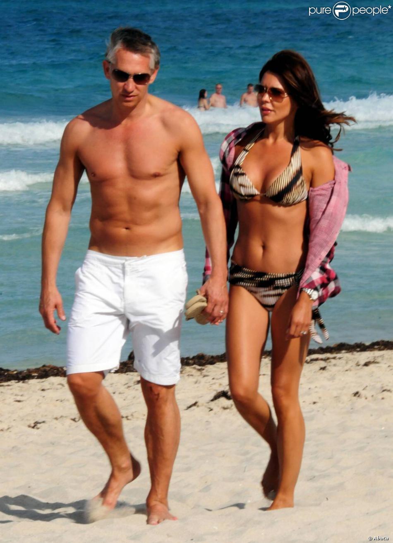Gary lineker et sa femme danielle sur la plage de miami le 3 juin 2011 purepeople - Sortie de plage femme ...