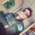 Le présentateur Benjamin Castaldi a posté des photos de lui lors du tournage d'un numéro d' Immersion Immédiate  (13e rue). Il s'est essayé au pilotage d'un Mirage ! Photo postée en janvier 2015.