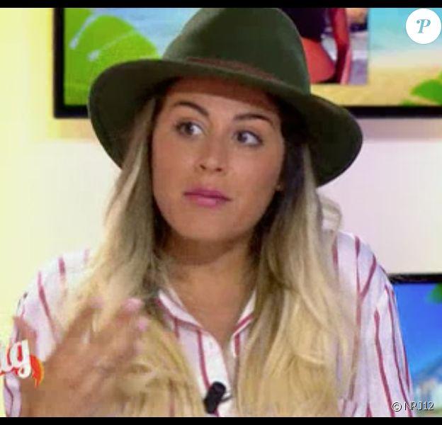 Anaïs Camizuli oublie déjà sa couleur de cheveux rose, la jeune femme revient au blond. Elle était présente sur le plateau du Mag sur NRJ12, le 6 mai 2015.
