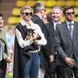 """La princesse Charlene de Monaco avec son petit chihuahua """"Monte"""" lors de la 5e édition du """"Tournoi Sainte-Dévote"""" le samedi 11 avril 2015, au Stade Louis II de Monaco"""