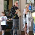 Exclusif - Ashlee Simpson, très enceinte, fait du shopping dans une station essence avec son mari Evan Ross et son fils Bronx à Calabasas, le 10 mai 2015