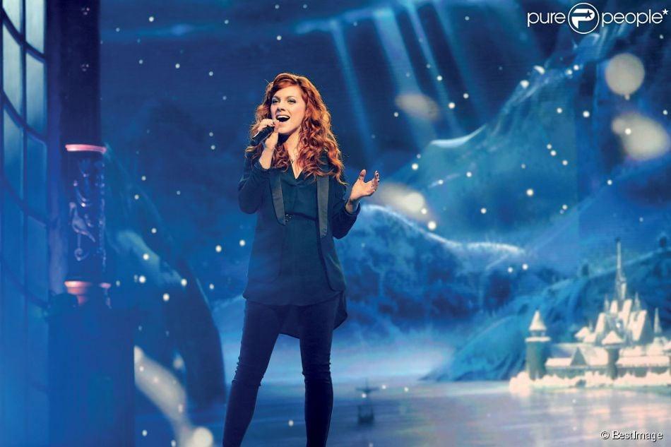 """Exclusif - La chanteuse Anaïs Delva - Enregistrement de l'emission """"On chante tous Disney"""" au Théâtre Mogador à Paris, le 5 décembre 2013."""