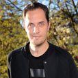 """Grand Corps Malade (de son vrai nom Fabien Marsaud, narrateur du court-métrage) - Projection du court-métrage """"Le Bout du Tunnel"""", inspiré de l'histoire vraie de Laurent Jacqua, au cinéma Le Louxor à Paris, le 14 avril 2015."""
