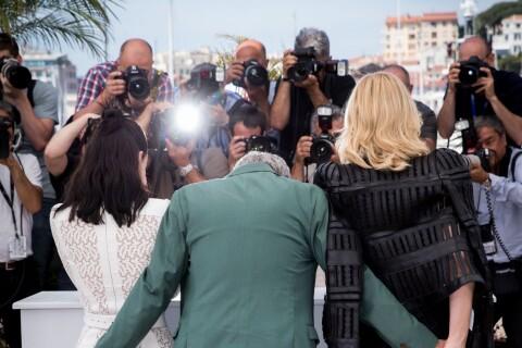 Cannes 2015 - Cate Blanchett et Rooney Mara : Charme et... main aux fesses !