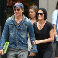 Exclusif - Peter Facinelli et sa fiancée Jaimie Alexander se promènent très amoureux dans les rues de New York, le 16 mai 2015