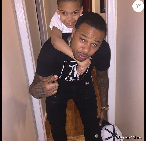 Chinx (Lionel Pickens) et son fils. Photo publiée le 15 mai 2015.