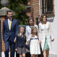 Felipe, Sofia et Letizia d'Espagne le 20 mai 2015 à la paroisse Notre-Dame d'Aravaca, dans la banlieue ouest de Madrid, lors de la première communion de Leonor, princesse des Asturies.